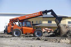 JLG Skytrak 6042 material moving