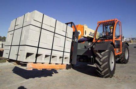 JLG G6-23A moving bricks