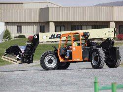 JLG G9-43A moving materials